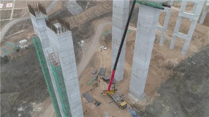 铜川大马吊装机械设备有限公司STC800T6服务菏宝高速铜川段建设